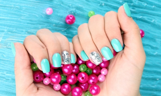 39369812-manicure.jpg