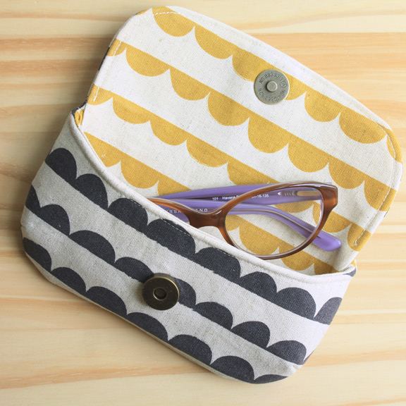 eye-candy-glasses-case.jpg